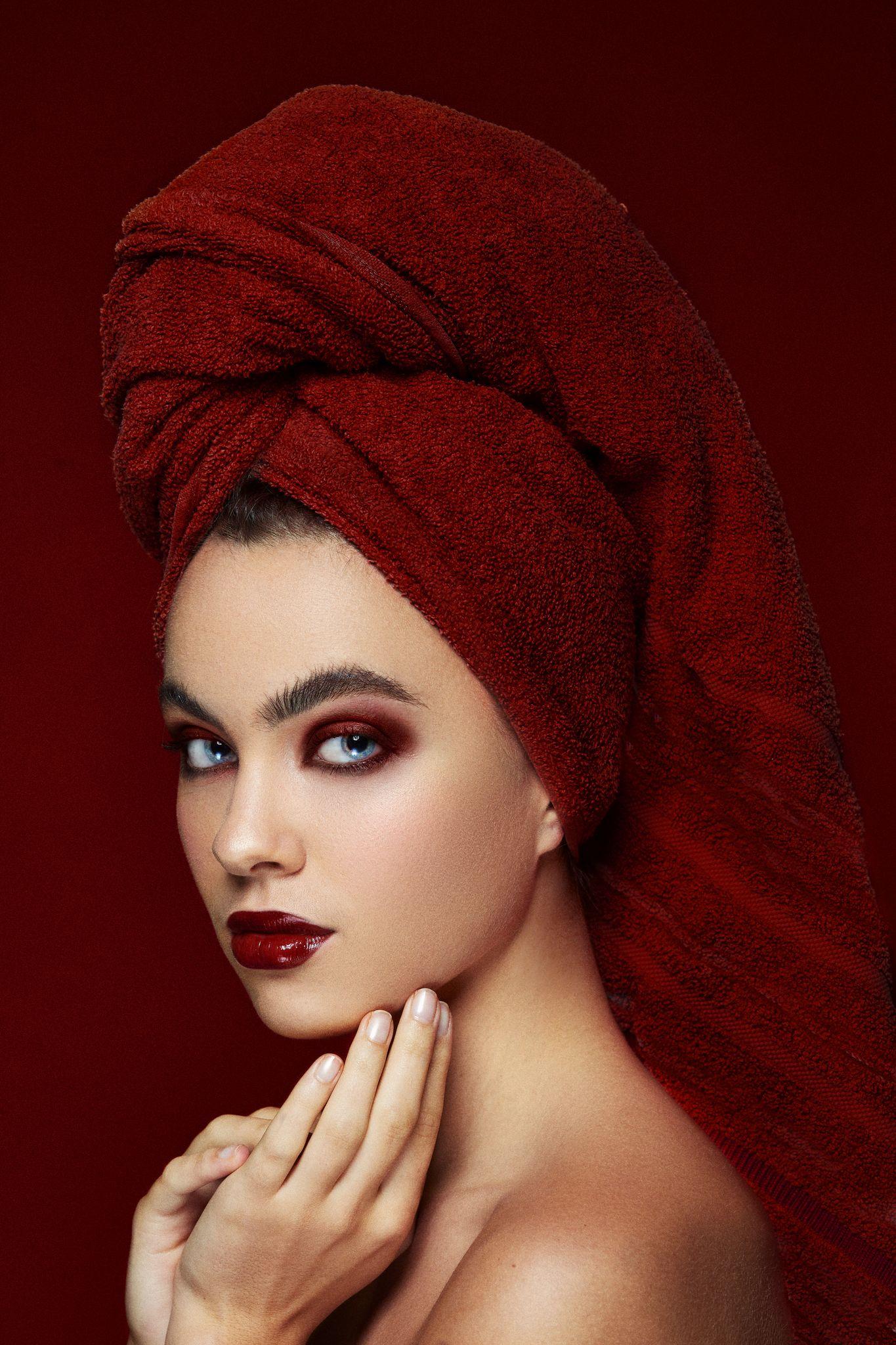 Maquillage rouge bordeaux